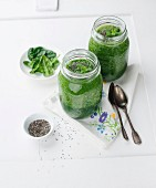Spinach smoothies with chia seeds