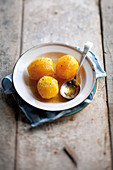 Poached oranges with vanilla
