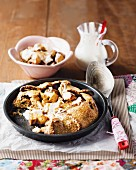 Crispy apple cake with yoghurt