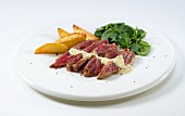 Bavette de flanchet with fried potatoes and spinach salad
