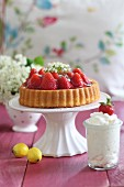Strawberry cake and cream