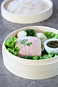 Steamed salmon with broccoli and cauliflower (Asia)