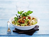 Pasta salad with chicken and kiwis