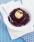 Red cabbage with a vanilla apple