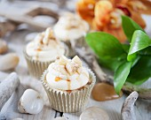 Banana cupcakes with toffee