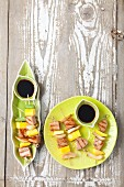 Tuna skewers with mango and spring onions