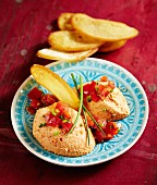 Pepper and tomato mousse with crispy bread