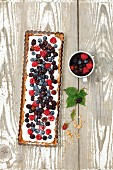 Whipped cream and berry tart (seen from above)