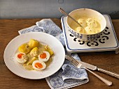 Mustard eggs with salted potatoes