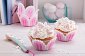 Rhubarb cupcakes with a meringue topping