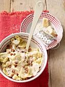 Tortellini alla panna (Tortellini with a creamy ham sauce, Italy)