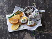 Potato crostini with a quark dip