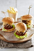 Mini burgers with chips