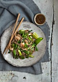 Soba noodles with prawns and green vegetables