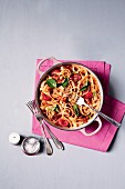 Pasta with tomatoes, basil and bacon