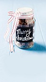 A screw-top jar with Christmas biscuits as a gift
