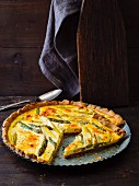 Vegetarian tart with green asparagus