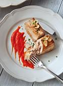 Tuna fish with garlic and a pepper sauce