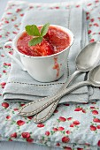 Vanilla blancmange with strawberries