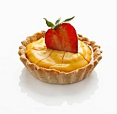 Ginger cream tartlet with a strawberry