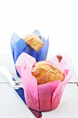 Vanilla muffins with apple wedges
