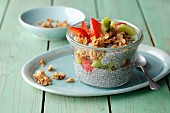 Crispy chia pudding with kiwi and strawberries (simple glyx)