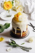 A fastive listed mini cake with lemon curd and elderflowers