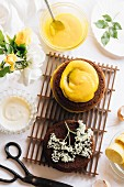 A mini cake with lemon curd and elderflowers
