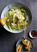 Pepper salad with leek, fennel and bananas