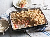 Rhubarb crumble with cream cheese cream