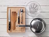 Kitchen utensils for preparing vegetable stir-fries