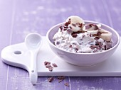 Cream cheese & banana cream with chocolate flakes