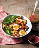 Ham with toasted bread, baby spinach, egg and grape dressing