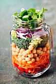 Healthy Homemade Mason Jar Salad with Chickpea and Veggies