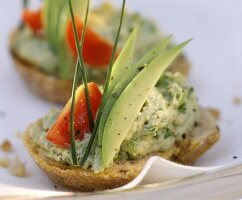 Wholemeal roll with vegetable mousse and avocado