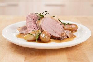 Roasted leg of lamb with shallots and rosemary