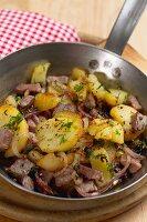 Tiroler Gröstl (Kartoffelpfanne mit Rindfleisch)