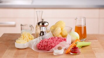 Ingredients for cottage pie (England)