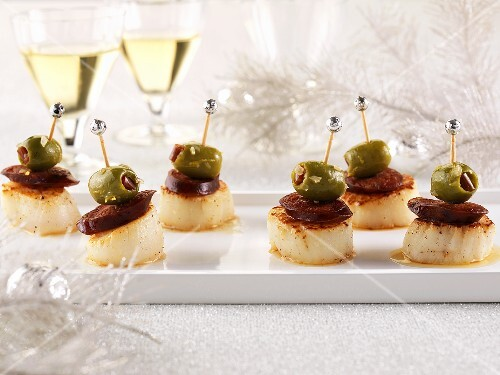 Jacobs muscle-chorizo skewers with green olives