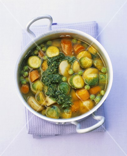 Vegetable stew with pesto