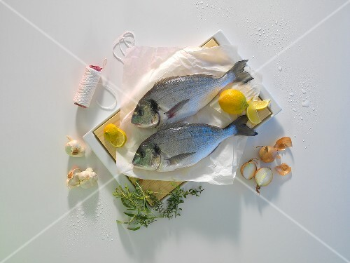 Bream with lemons, onions, garlic and herbs