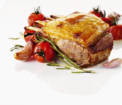 Rack of lamb with tomatoes and rosemary