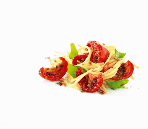 Sun-dried tomatoes, spaghetti and basil