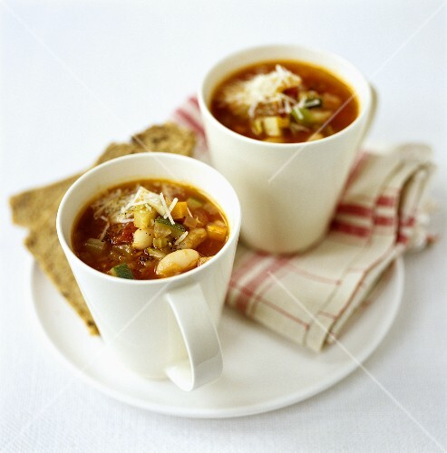 Minestrone in two cups