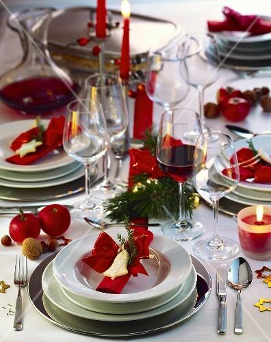 festlich gedeckter weihnachtstisch bild kaufen 856620 stockfood. Black Bedroom Furniture Sets. Home Design Ideas