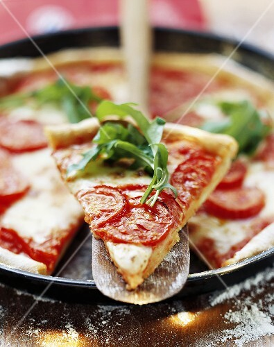 Pizza with tomatoes and rocket