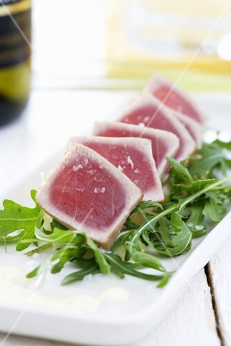Grilled tuna on rocket