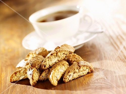 Cantuccini with a cup of tea