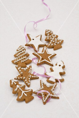 Gingerbread biscuits with icing sugar and sliver pearls