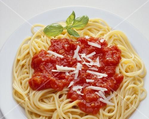 spaghetti mit tomatensauce bild kaufen 986304 stockfood. Black Bedroom Furniture Sets. Home Design Ideas